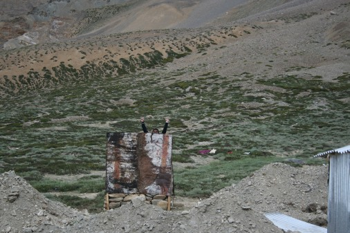 Thats me at Sarchu, using an open toilet...yes using :)